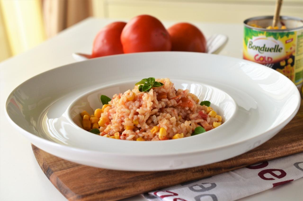 orez cu rosii si porumb