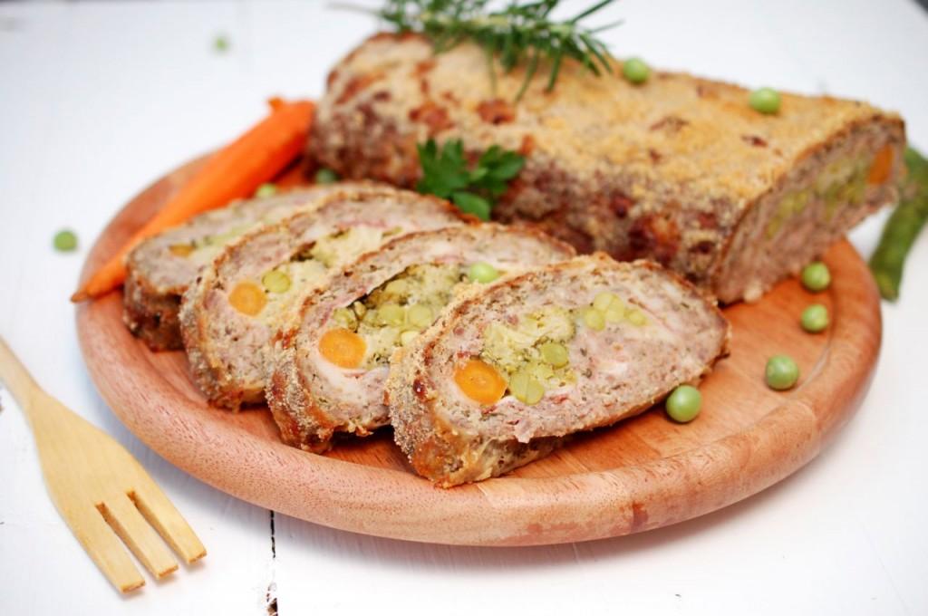 Rulada de carne cu legume