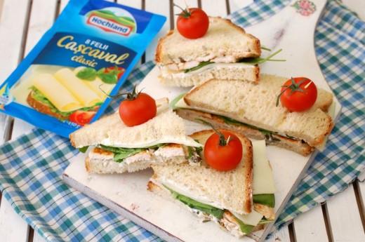 Sandwich cu felii de cascaval Hochland
