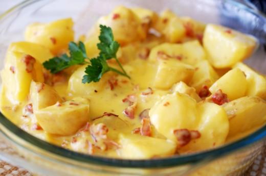 cartofi-noi-cu-sos-carbonara-1