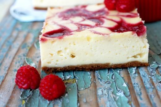cheesecake marmorat cu sos de zmeura raspberry swirl cheescake
