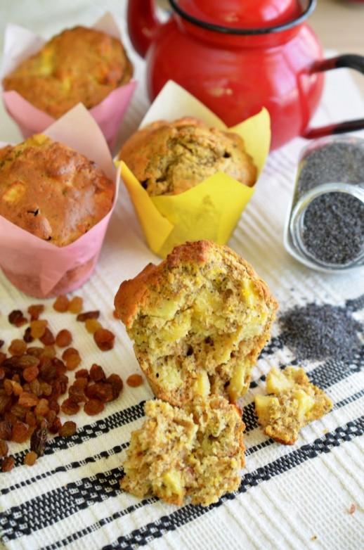 Muffins cu mere, stafide, mac si sofran