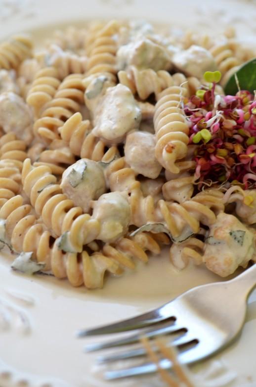 Paste cu gorgonzola si noodles de soia