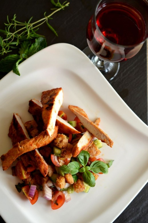 Salata Panzanella cu pui marinat