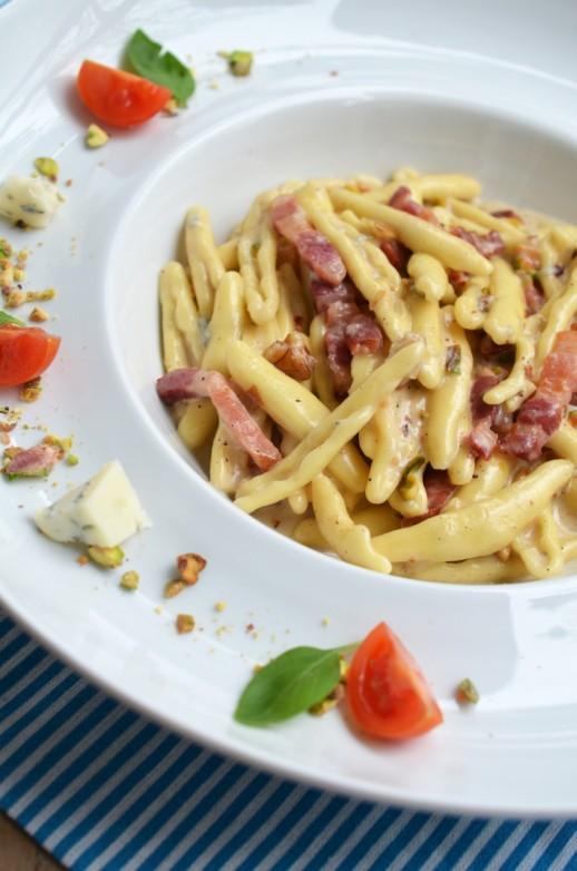 paste cu nuci pancetta si gorgonzola