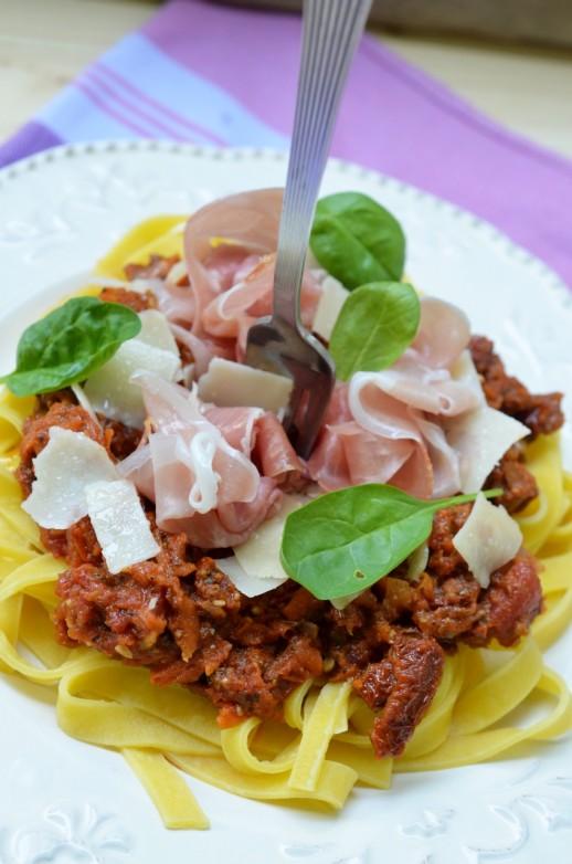 tagliatelle-cu-sos-de-legume-1