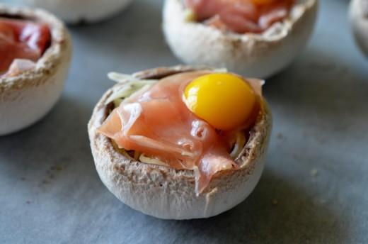 ciuperci umplute cu oua de prepelita
