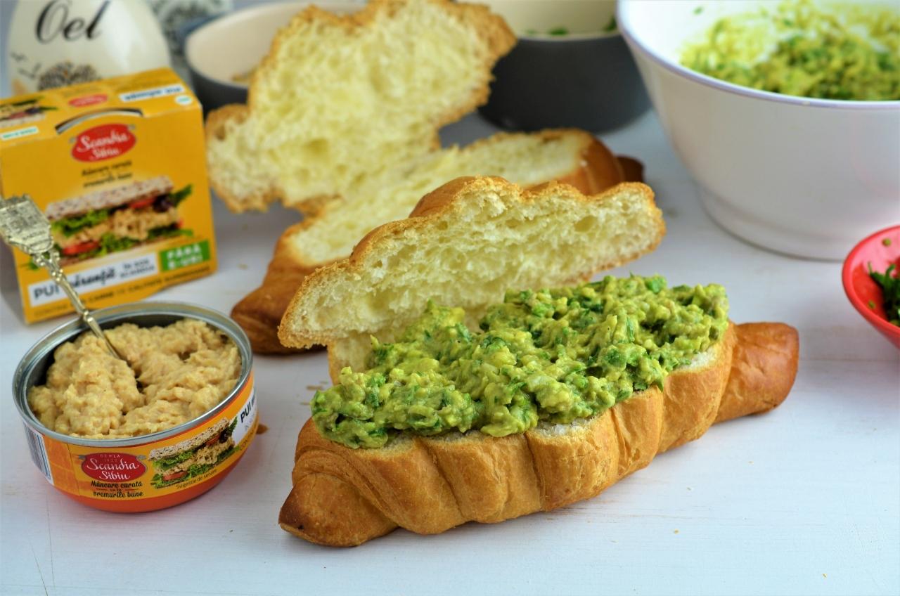 sandwich cu avocado si pui