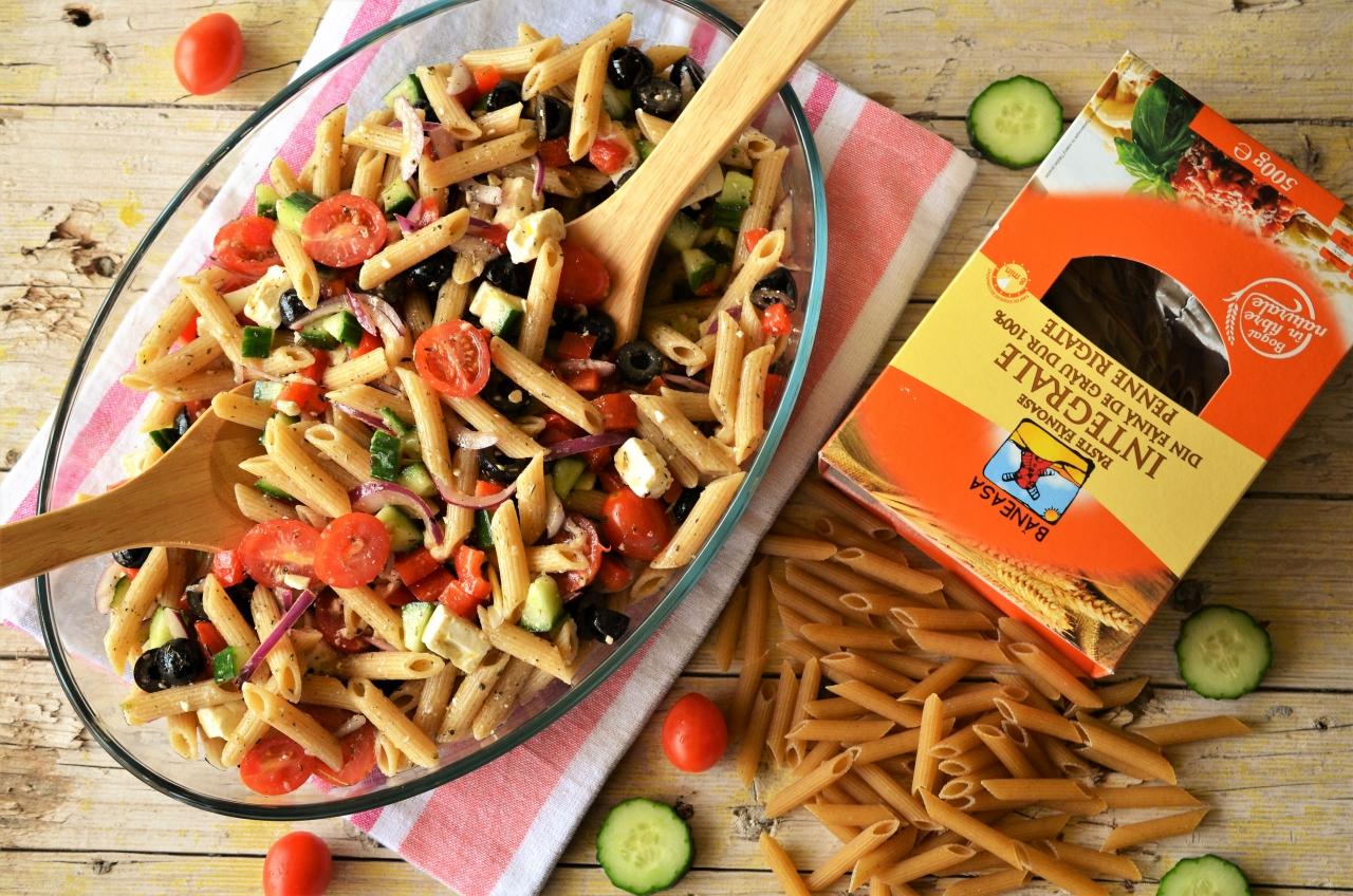 salata greceasca cu paste