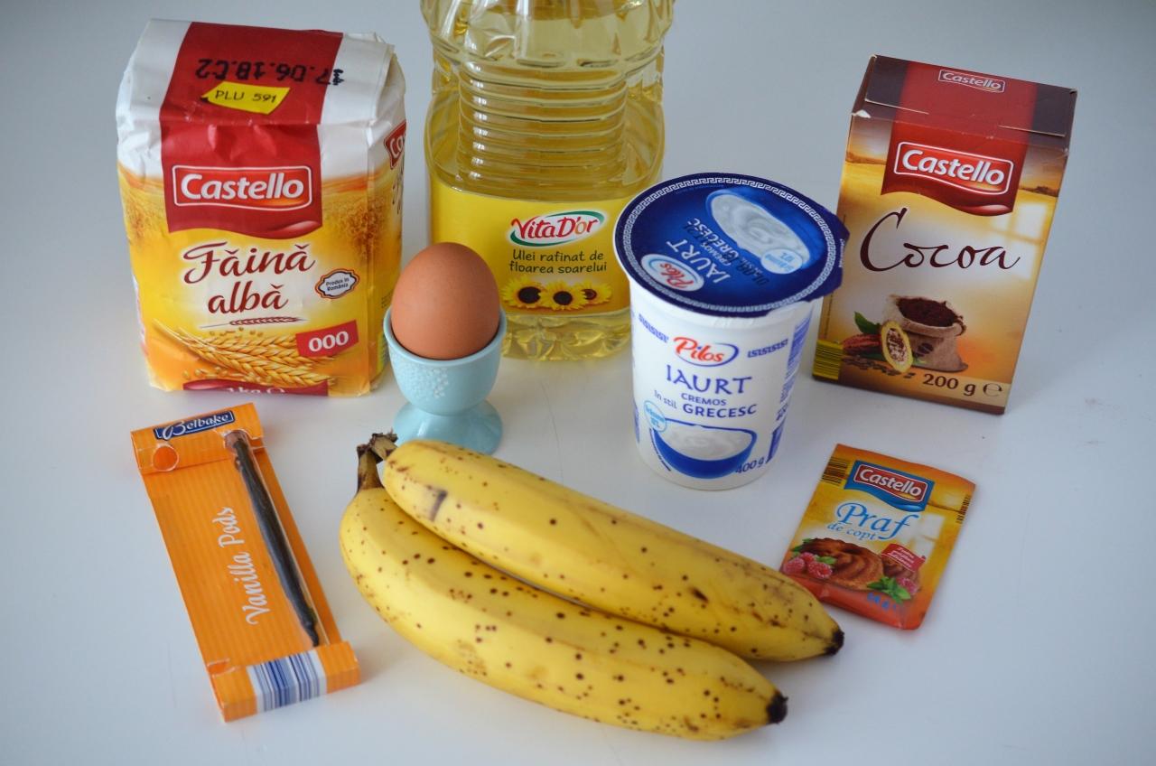 briose cu banane si iaurt grecesc