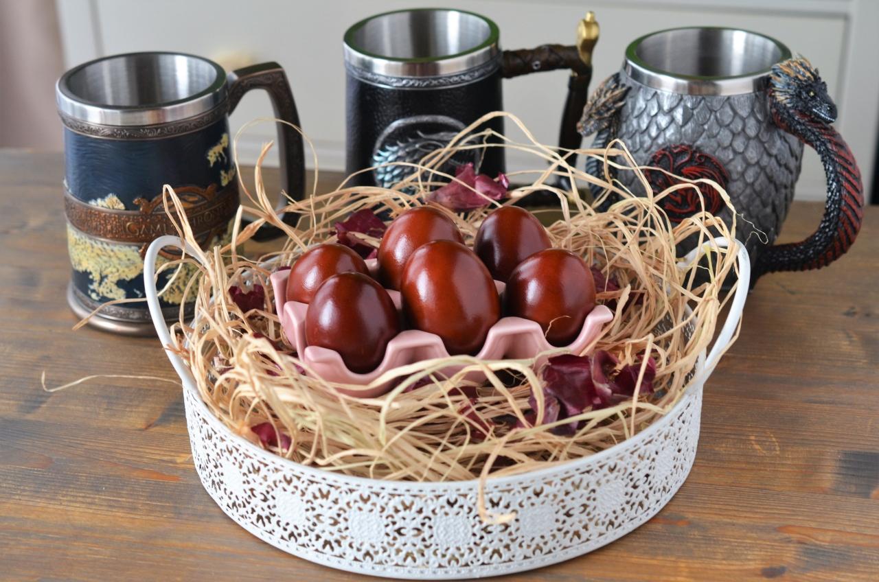 oua vopsite cu frunze de ceapa