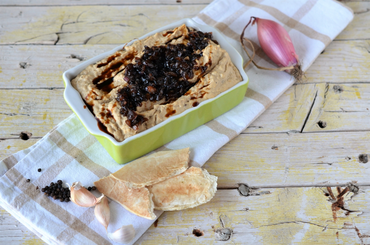 hummus cu ceapa caramelizata