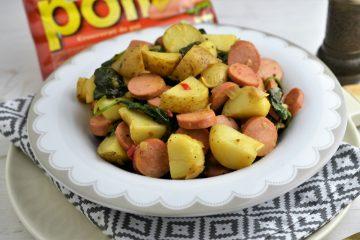 salata calda de cartofi cu crenvursti