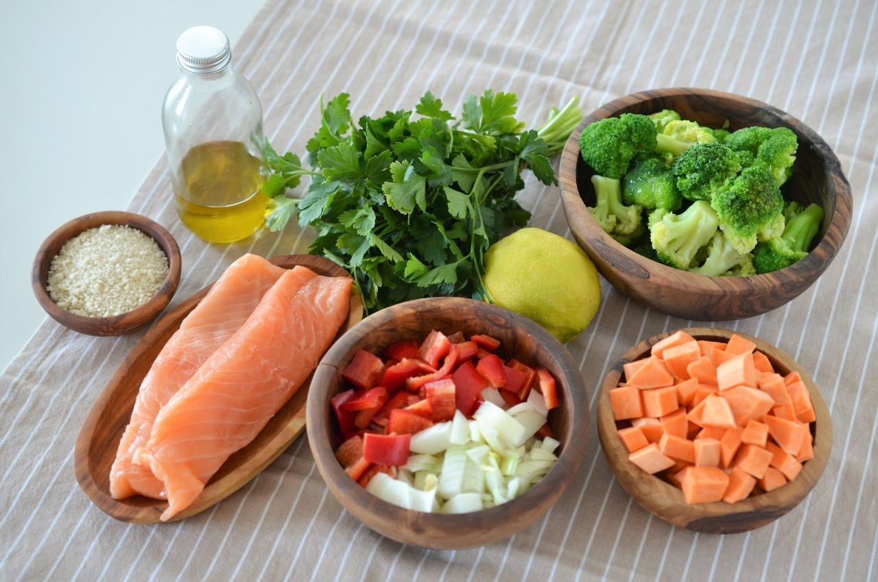 somon la cuptor cu piure de legume