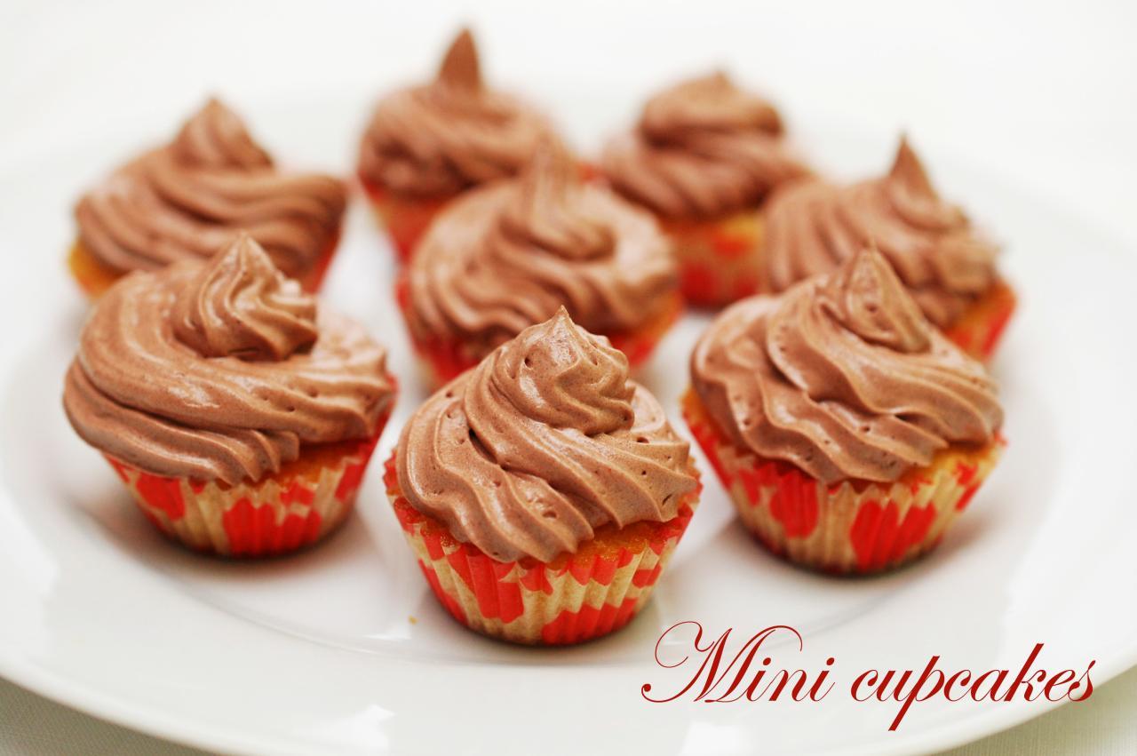 Mini cupcakes cu ciocolata